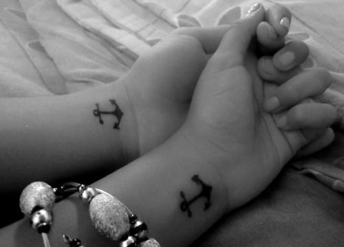 22 Small Anchor Tattoos for Girls (19)