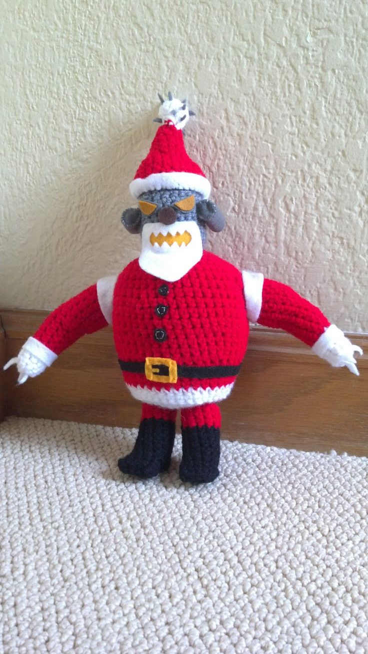 I give you Robot Santa!      I've been wanting to make this guy since I first picked up the connection between crochet and Futurama. He, an...