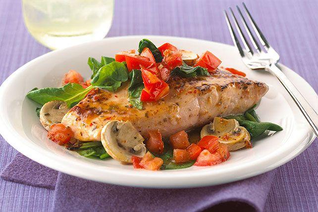 Salmón al horno con tomates, espinacas y champiñones
