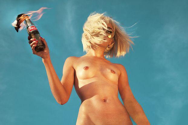 Εκατό γυμνές γυναίκες (και δεν ντρέπονται) « Νέα « Φωτογραφία « toSpirto.net