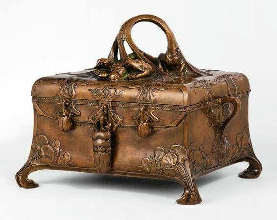 Art Nouveau Hydra Casket, patinated bronze and velvet-lined interior 1902 safe produced by F. Wertheim & Comp.   Vienna
