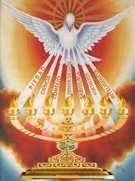 LOS 7 DONES DEL ESPÍRITU SANTO  Los 7 dones del Espíritu Santo pertenecen en plenitud a Cristo, Hijo de David. Completan y llevan a su perfección las virtudes de quienes los reciben. Hacen a los fieles dóciles para obedecer con prontitud a las inspiraciones divinas.   #ardiendo el fuego del espiritu #Blogs #los 7 dones del espiritu santo #Noticias