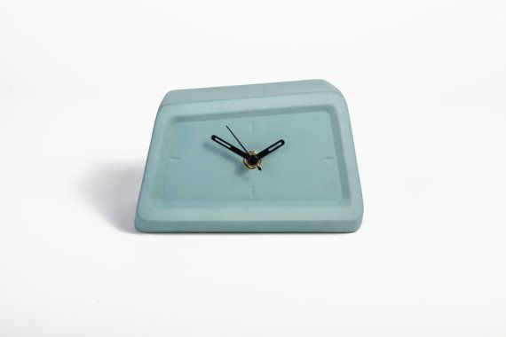 '70s-inspired ceramic clock