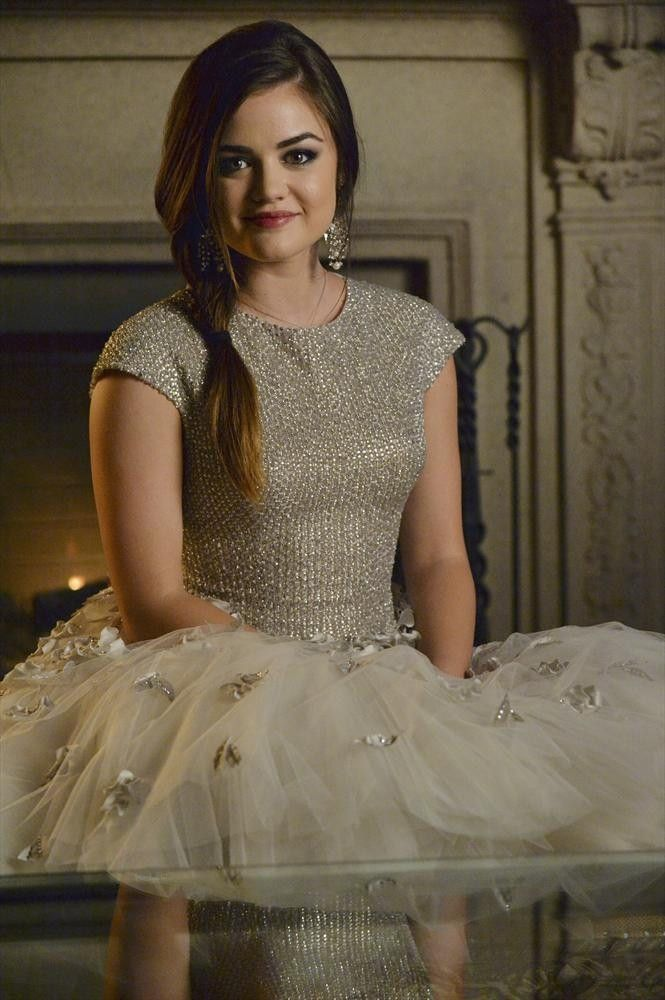 Aria Montgomery Pretty Little Liars Season 5 Episode 13 How The A Stole Christmas