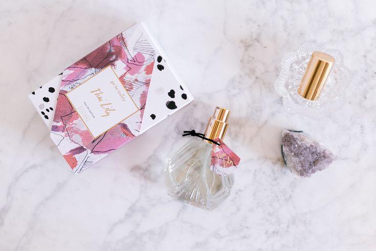♥ Go Be Lovely: Thai Lily Eau de Parfum ♥ Sal a un lugar con una ecléctica variedad de delicias sensoriales. Thai Lily tiene notas cítricas exóticas de mango de Bali, naranja sanguina y nectarina blanca, todas deliciosamente mezcladass con madera de teca brasileña y lirio asiático, y que terminan con un toque de almizcle. ♥ #oliviatheshop #olivia #gobelovely ♥ http://www.oliviatheshop.com/products/go-be-lovely-thai-lily-eau-de-parfum