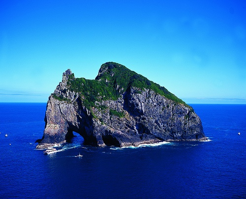 Good scuba and snorkeling here! Hole in the Rock, Bay of Islands, Northland, NEW ZEALAND