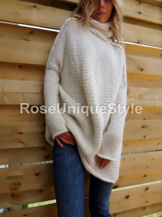 Oversized Chunky knit sweater. Slouchy / Bulky / Loose knit woman sweater. Off -white Alpaca / Wool sweater.
