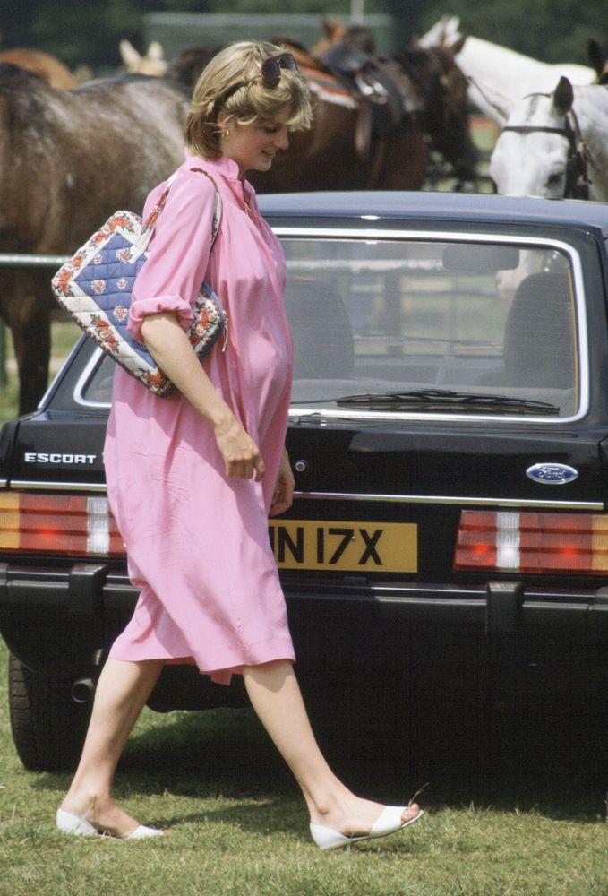 Princess Diana's Pregnancy: A Sneak Peek At Royal Maternity Style! (PHOTOS)