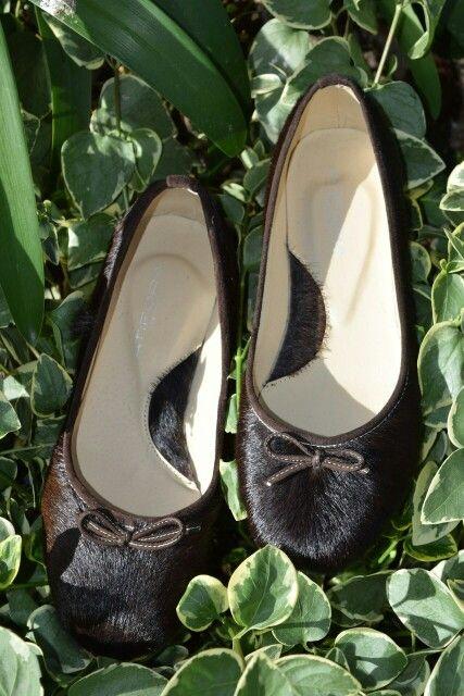 Baletas en piel de Becerro. Unico par. Whatsapp 3208057980. #baletas, #ballerines, #balerinas #Flats, #womanshoes, #moda, #Fashion, #zapatosmujer, #trendy, #zapatos, #shoes, #cuero, #leather, #glam, #chic, #comfortable, #balletflats, #zapatosdecolombia, #madeincolombia, #footwear.