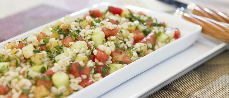 Salada de cevada com pepino e hortelã