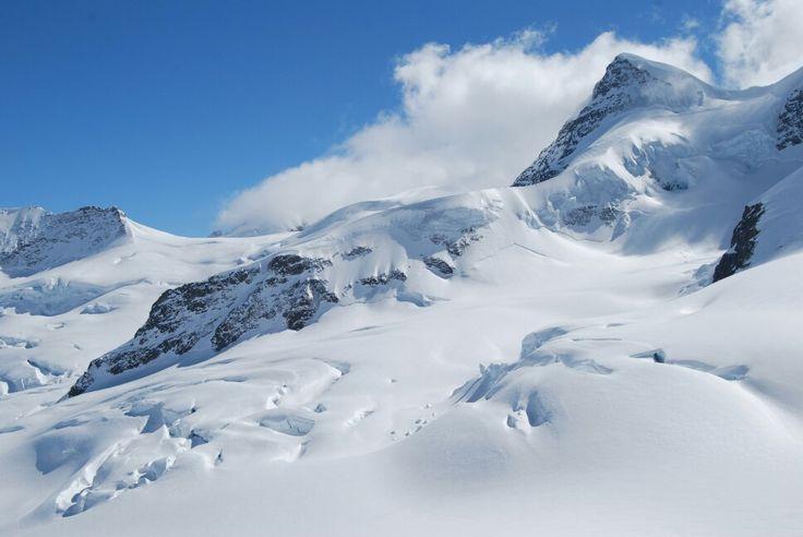 Die Jungfrau ist ein Berg in der Schweiz. Sie ist mit 4'158,2 m ü. M. der dritthöchste Berg der Berner Alpen und bildet zusammen mit Eiger und Mönch eine markante Dreiergruppe