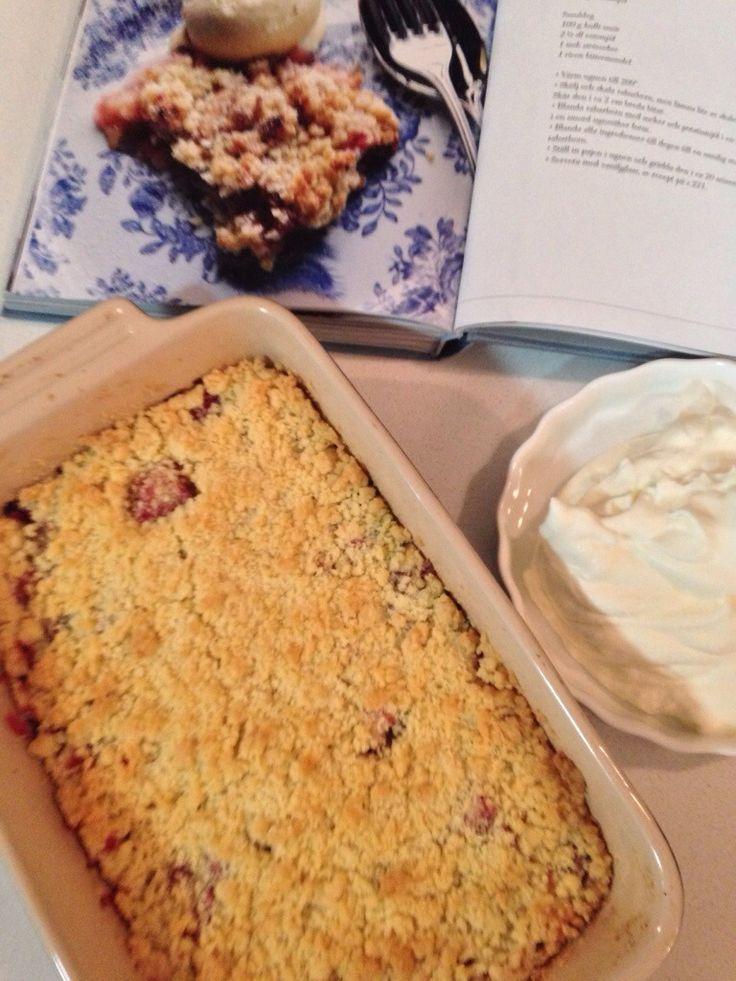 Rhubard Crumble recipe: http://forkandkniv.com/rhubarb-crumble-pie/