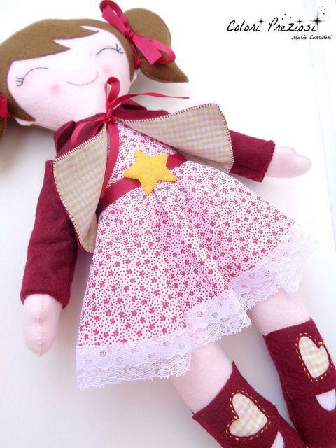 Stella's felt doll.  www.coloripreziosi.blogspot.it  #feltroepannolenci #feltro #cucitocreativo #feltdoll #coloripreziosi