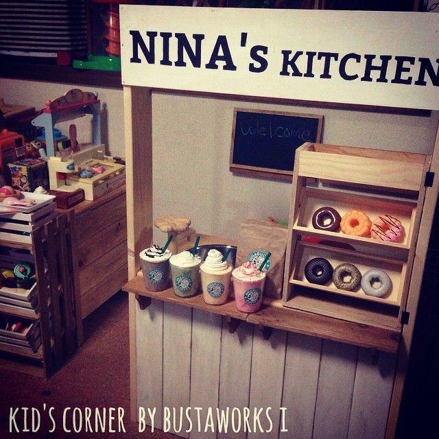 2015.6.18 THU . . カラーボックスをリメイクした ままごとキッチンです☆ キッズコーナーはほとんどDIYとハンドメイドで作りました♩ カラーボックスなので中にオモチャも片付けられるしキッチンの真横に娘専用のキッチンを作ったので子供も大満足してくれてます(*Ü*) .bustaworks...by..i . #ままごとキッチン#キッズコーナー#diy#スターバックス風フラペチーノ#ミスド風#kid'sスペース#キッズスペース#handmade#ハンドメイド#手作り#カラーボックスリメイク#カラボ