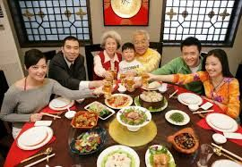 The dinner is a great chance for the entire extended family to get together. #chinesenewyear #dinner