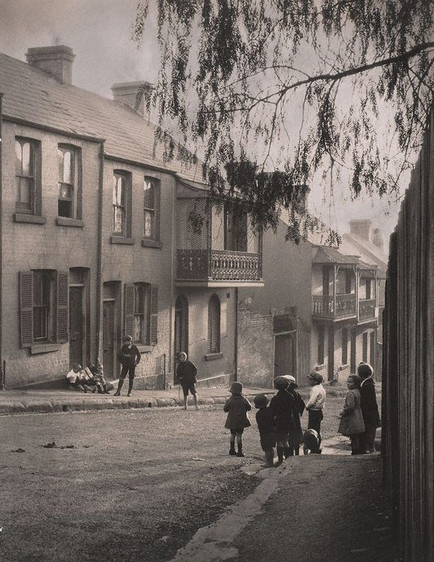 Harold Cazneaux (New Zealand, Australia 1878–1953)  A Surry Hills alleyway  Alternative title:  After school  1911  gelatin silver photograph