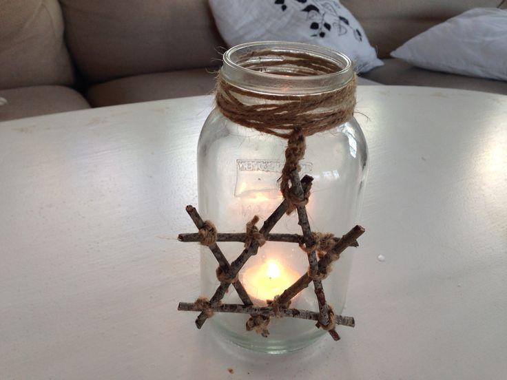 Ljuslykta av en glasburk, med pinnstjärna - Christmascandel with a natural star