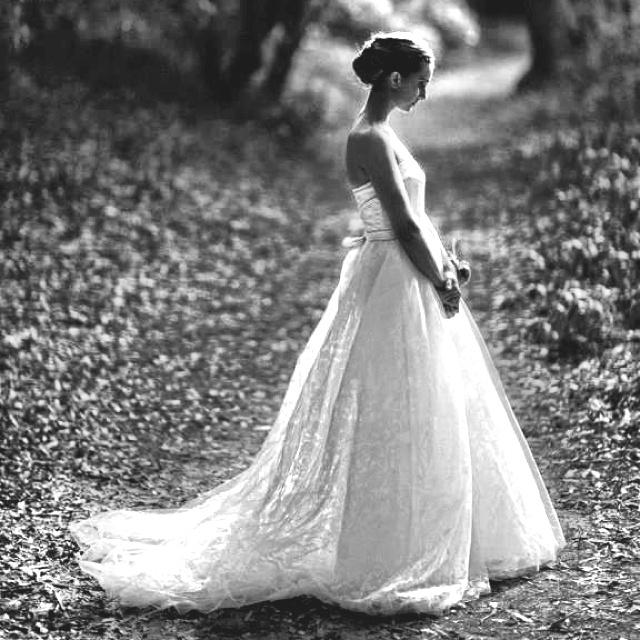Love this wedding dress & photo... www.jonaspeterson.com