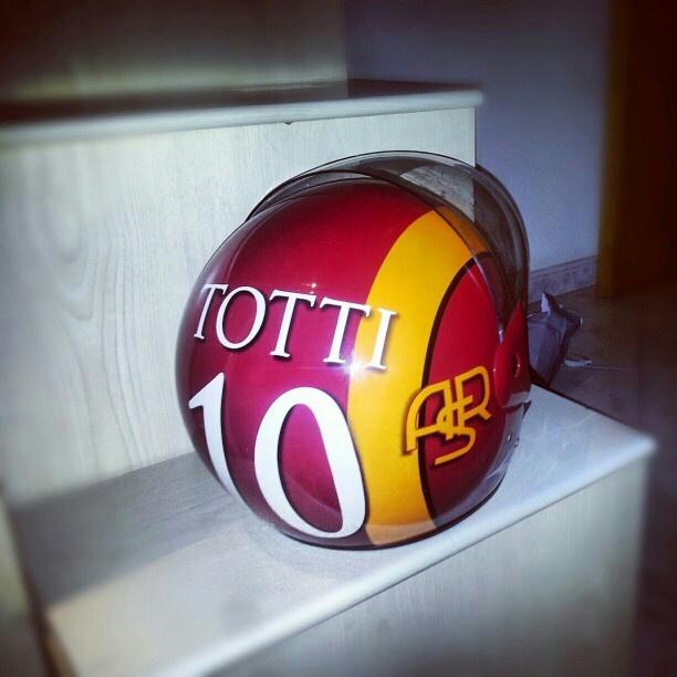 #francescototti #casco #asroma #totti #ilcapitano