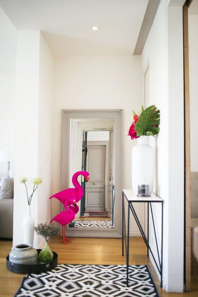 Déco design et colorée dans cette entrée qui joue sur les perspectives