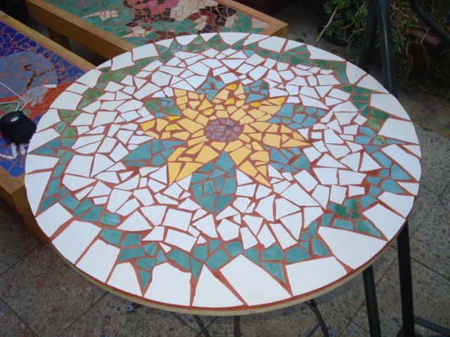 Mesa mosaico girasol https://www.facebook.com/lacruzartediseno LA CRUZ ARTE DISEÑO: De Mosaico, Mesas Con Mosaico, Mosaico Girasol, Mesas Mosaico
