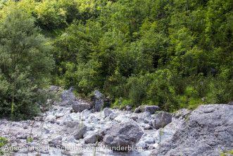 Trockenes Flussbett am Watzmann. http://ausgelatschte-schuhe.de/watzmann-eiskapelle/