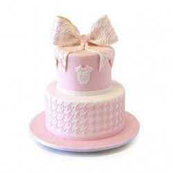 https://tortoff.net/detskie-torty/detskie-torty-na-rojdenie-devochki/ Торт на день рождения девочки - красивый бант сверху торта, розовые цвета и приятный вкус.
