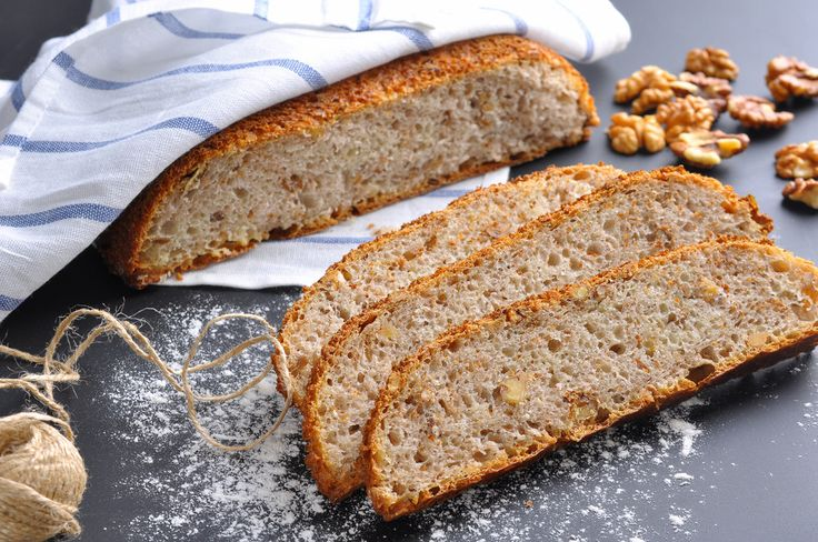 Медовый хлеб с орехами и семечками