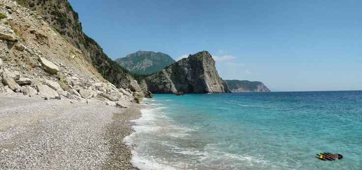 "Fish picnic next to Canj "" Little Zakynthos "", Montenegro, Nikon Coolpix L310, 5.6mm,1/400s,ISO80,f/9.1,-0.7ev,panorama mode:segment 2, HDR photography, 201607071415"