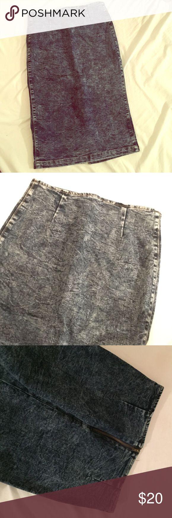 Midi Denim Body Con Skirt Cute jean skirt. Barely worn Poetry Skirts Midi