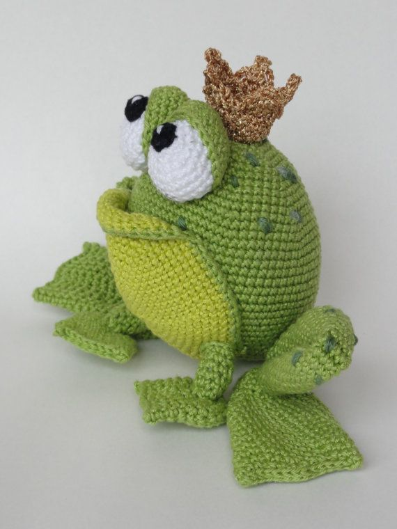 This is a crochet pattern and not the toy.  Following this pattern Henri the Frog will be 13 cm high in sitting position. From tip to toe he is 31 cm long.  The pattern is available in English.  More photos available on Facebook: https://www.facebook.com/media/set/?set=a.611005278909992.1073741850.550384588305395&type=3 Or check out IlDikko website: http://ildikko-crochet.com  After completion of your order the PDF file containing the pattern can be downloaded immediately from Etsy.  If you…