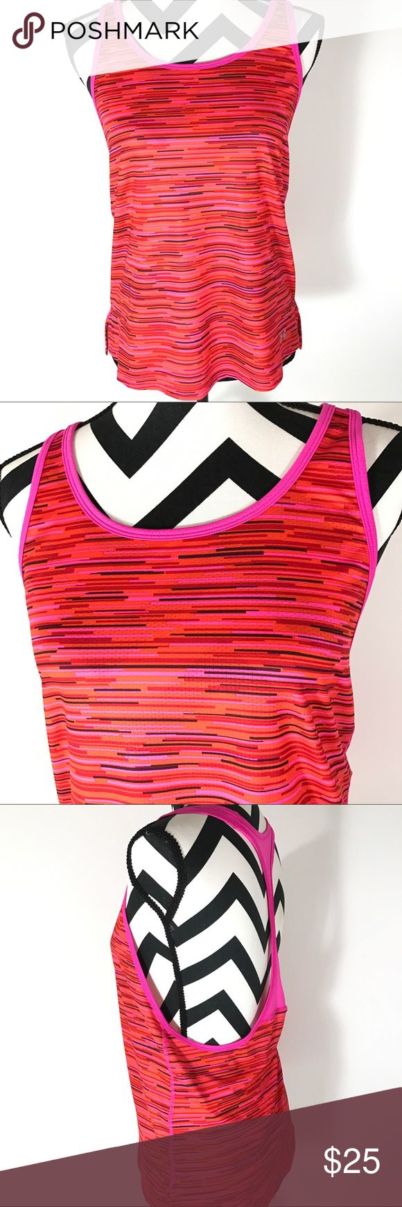 NWT UNDER ARMOUR HEAT GEAR LOOSE TANK TOP Small New with tags under armour womens small loose tank top.   Measurements  Chest measures armpit armpit 16.5 inches  Length measured from top of shoulder to bottom 25 inches Under Armour Tops Tank Tops