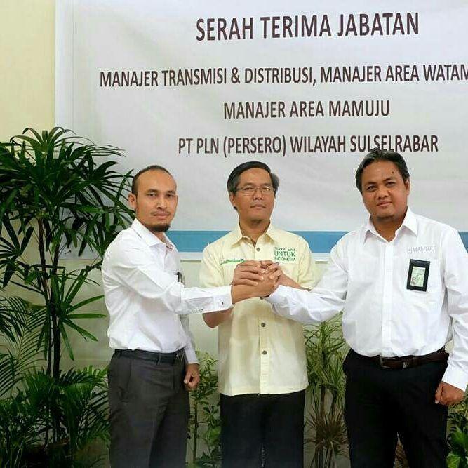 (2) Makassar (21/11) Telah dilaksanakan serah terima Jabatan di Lingkungan PT.PLN (Persero) Wilayah Sulselrabar  Manajer Transmisi dan Distribusi Manajer Area Watampone dan Manajer Area Mamuju.  Bertempat di Tragi Panakukkang kegiatan sertijab ini dihadiri oleh jajaran manajemen PLN Wilayah dan Para Manajer Area yang ada di Makassar. Berikut daftar serah terima jabatan di Lingkungan PT PLN (Persero) Wilayah Sulselrabar. Defiar Anis  Manajer Transmisi dan Distribusi PLN Wilayah Sulselrabar…