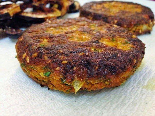 Hambúrguer de berinjela supersaudável: de forno e sem glúten.