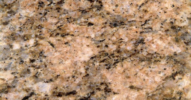 Tipos de granito. El granito es un tipo de roca ígnea (roca formada a partir de enfriamiento y la solidificación del magma) que se forma bajo una presión extrema debajo de la superficie de la tierra. En la década del 2000, se utiliza comúnmente en los hogares como superficies de mostradores, debido a su belleza y durabilidad. El primer sistema de clasificación para ...