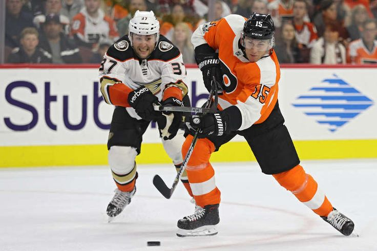 Jori Lehtera #15 of the Philadelphia Flyers shoots in front of Nick Ritchie #37 of the Anaheim Ducks during the second period at Wells Fargo Center on October 24, 2017