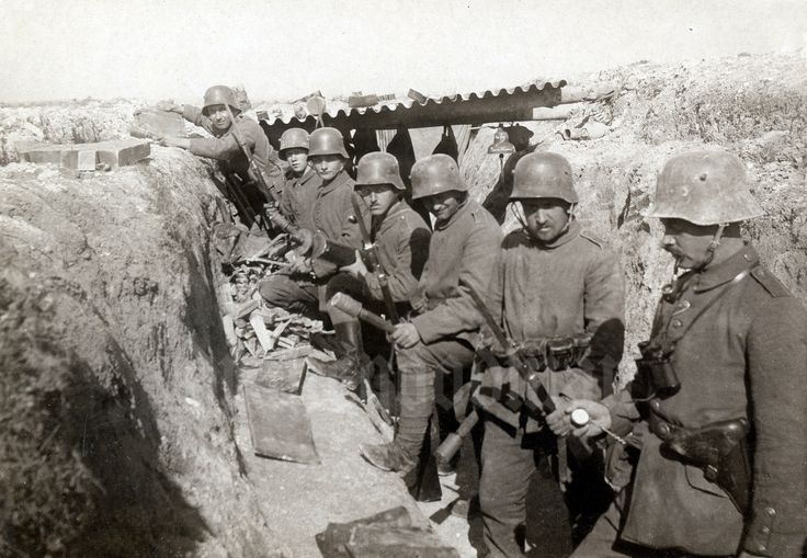 """A mix of infantrymen and MG 08 crew preparing to """"go over the top"""" 