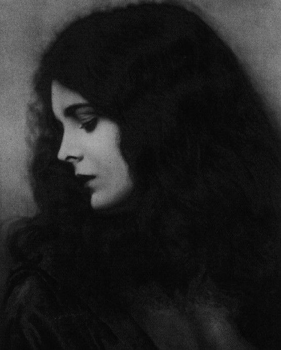 faintquiverings:   Mary Astor, 1920s - Under the Gaslight