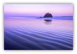 ORACIONES DE CONSUELO - Parte 2. Fotografía en la costa de Oregon - EEUU.  El matiz rosa es debido a una capa marina reflejada por el sol antes del amanecer; de Jon Glaser.