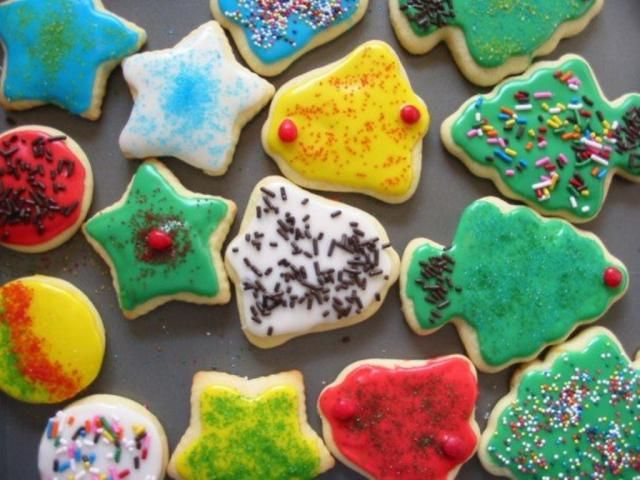 Vegan Christmas cookies and more vegan Christmas cookies! These days, everyone has a vegan neighbor, teacher or office colleague, so you'll need to include at least one vegan cookie in your tray, even if you're not vegan yourself.