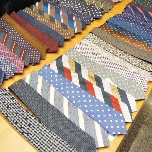 한층 더 깔끔한 정장 스타일을 완성시키는 다양한 패턴의 넥타이 @롯데백화점 customellow