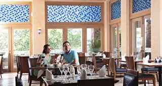 RESTAURANTES GASTRONOMÍA ÚNICA  Sandos Finisterra Los Cabos cuenta con una seductora selección de restaurantes a la carta, snacks en la playa, bares casuales y el mejor desayuno buffet que has visto.