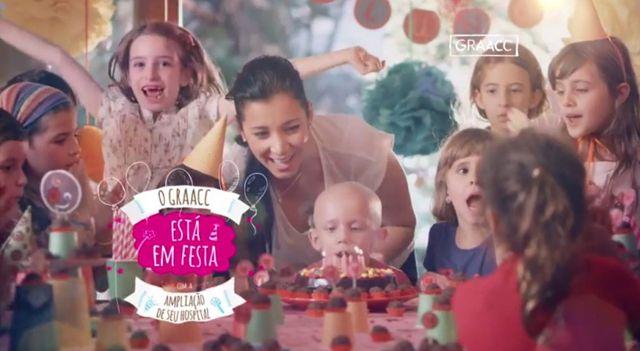 Uma graça o comercial da linda campanha da Ponto de Criação para o GRAACC, celebrando a possibilidade de mudar a vida de inúmeras crianças que sofrem de câncer. A produção do vídeo é da Fulano Filmes com direção de Felipe Hellmeister.