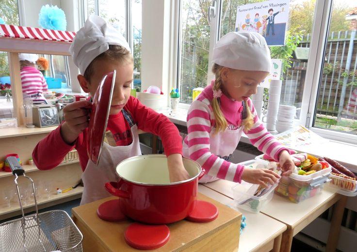 Eten bereiden vanaf de bestellijst, thema restaurant, kleuteridee.nl