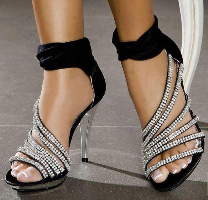 <3: Fashion Shoes, Bling Shoes, Dresses Fashion, Black Shoes, Parties Shoes, Girls Fashion, High Heels, Girls Shoes, Bling Bling