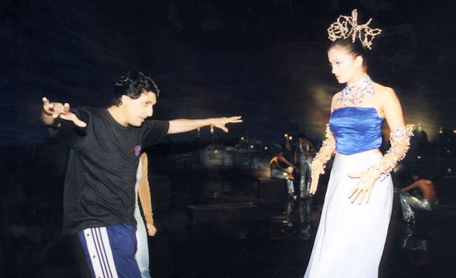 "Shiamak Davar and Aishwarya Rai Bachchan during the filming of the song ""Kahin Aag Lage"" from ""Taal"" {1999} #bollywood"