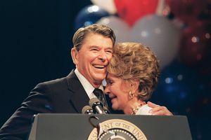 Nancy Reagan, épouse de l'ancien président des Etats-Unis Ronald Reagan, s'est éteinte à l'âge de 94 ans. Le couple Obama a salué sa mémoire et son oeuvre caritative.