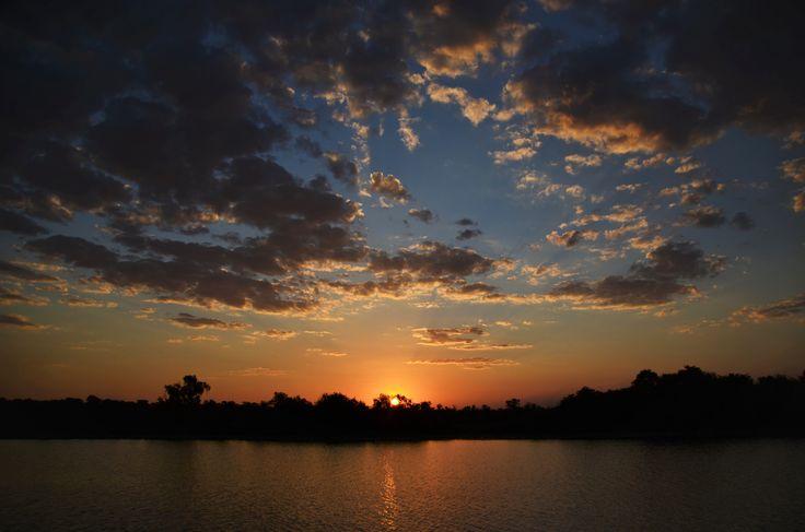 Zavartalan naplemente a Mary Riveren. 100 km-re a legközelebbi település.