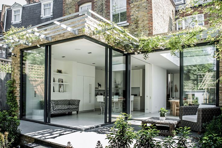 Contemporary Extension using Open Corner Minimal Windows