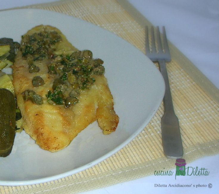 Filetti di pesce con capperi, un secondo piatto sano e nutriente. Per la preparazione di questa ricetta potete utilizzare filetti di merluzzo, di pangasio..